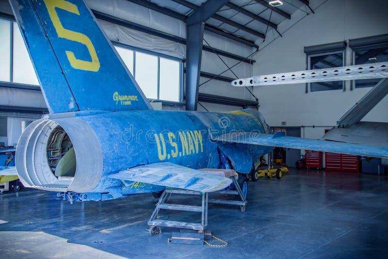 Het Onversaagde Overzees, de Lucht & het Ruimtemuseum ons marinevliegtuig stock foto's