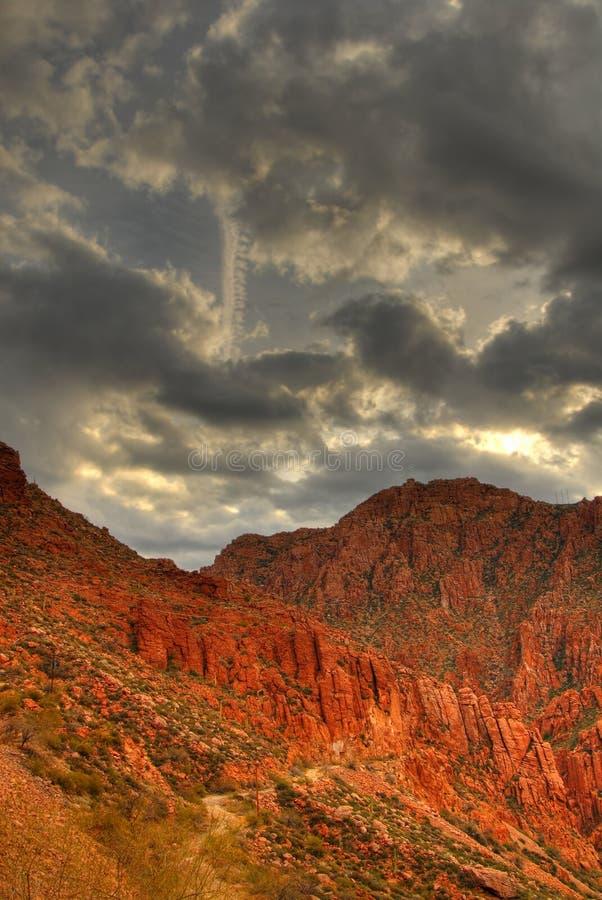 Het Onweer dat van de woestijn 5 nadert stock afbeeldingen