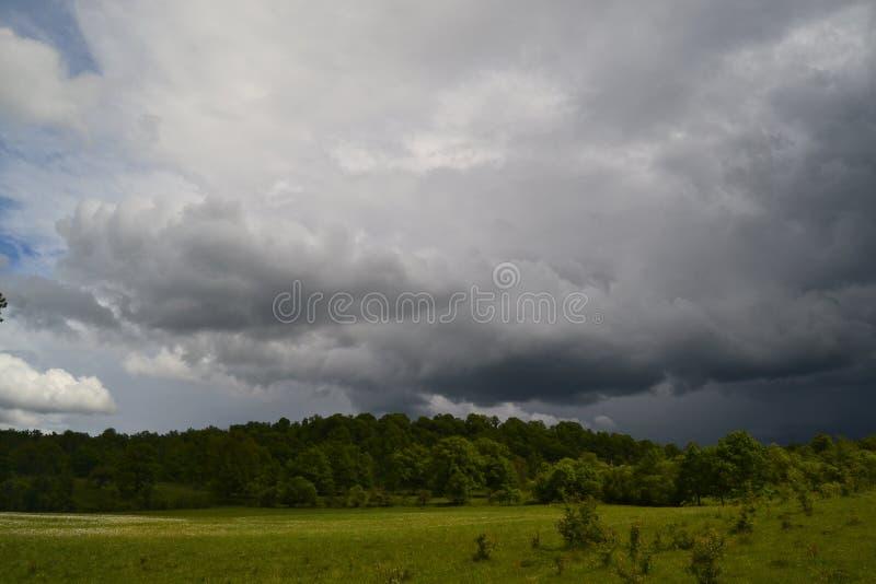 Het onweer in de lucht royalty-vrije stock foto's