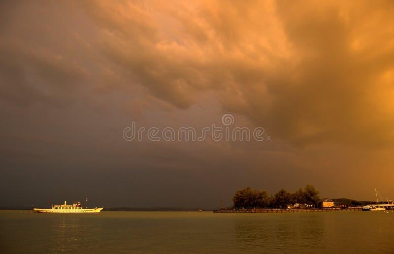 Het onweer komt royalty-vrije stock fotografie