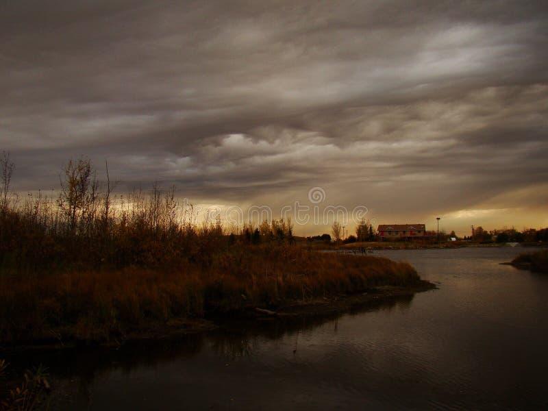 Het onweer komt binnen royalty-vrije stock afbeeldingen