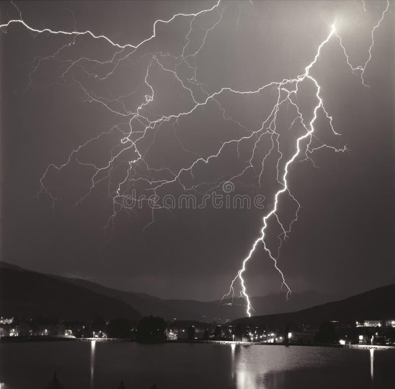 Het onweer van de bliksem