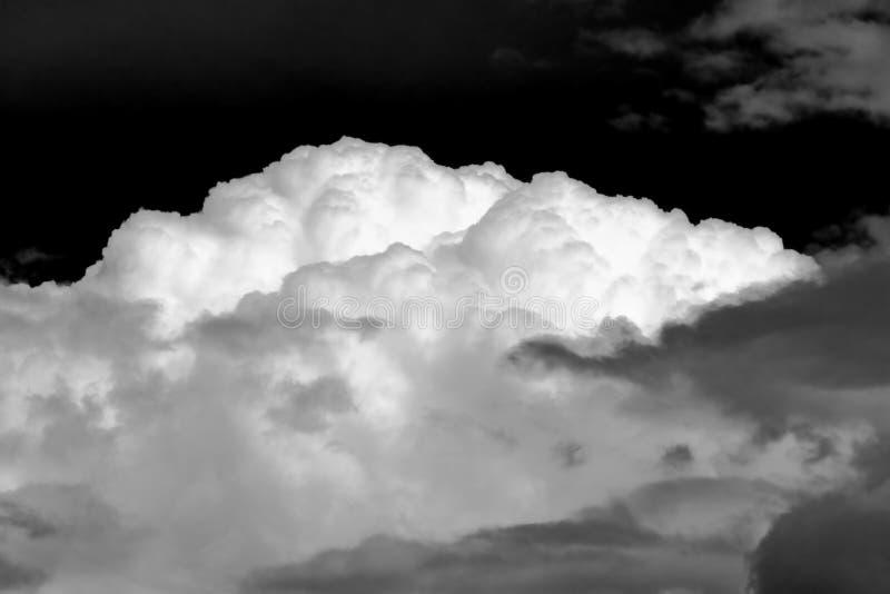 Het onweer van de de wolkenhemel van de aard stock foto's