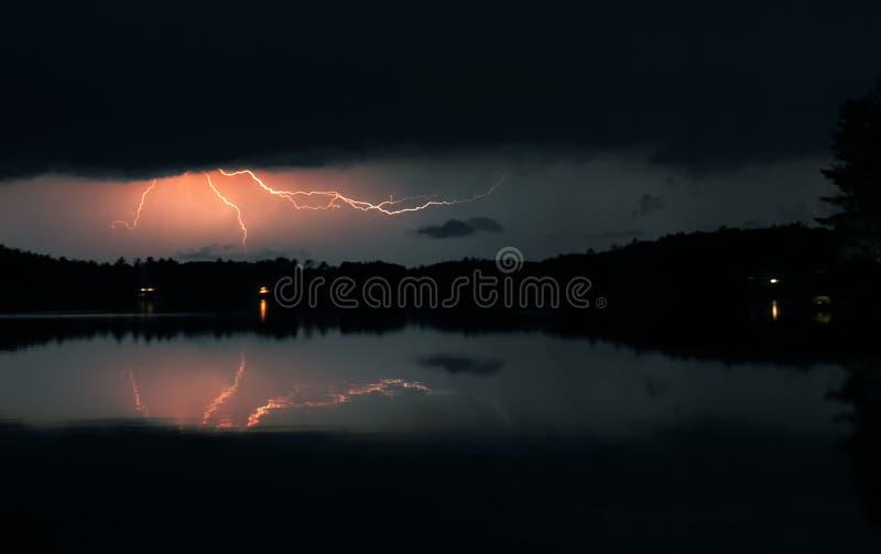 Download Het Onweer van de nacht stock afbeelding. Afbeelding bestaande uit elektriciteit - 26287