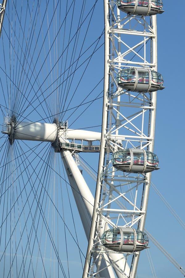 Het Oog van Londen is een reuzereuzenrad in Londen stock fotografie