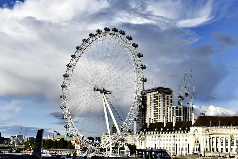 Het Oog van Londen - Reuzeferris wheel royalty-vrije stock afbeeldingen