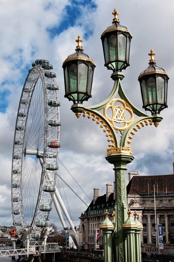 Het Oog van Londen - reuzereuzenrad op de Zuidenbank van de Rivier Theems in Londen stock foto's