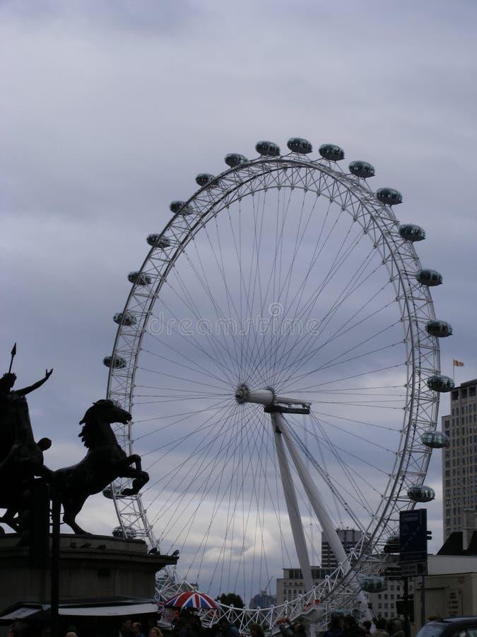 Het Oog van Londen versus paard royalty-vrije stock fotografie