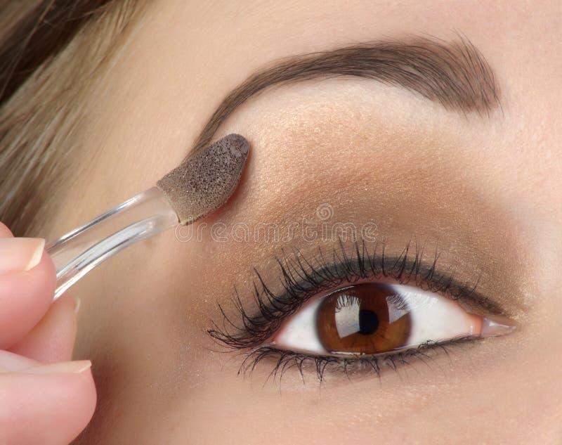 Het oog van vrouwen met bruine make-up royalty-vrije stock afbeeldingen