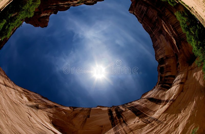 Het oogmening van vissen van een canion en een blauwe hemel stock fotografie
