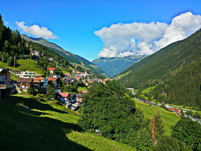 Het Oostenrijkse prachtige beeld van Tirol van de zomer stock afbeeldingen