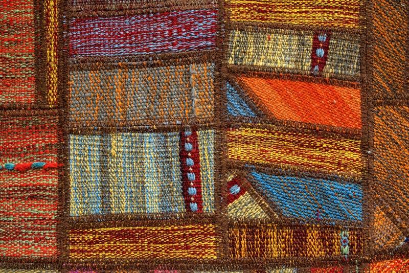 Het oosterse handwoven patroon tapijt van het achtergrondtextuurontwerp stock foto