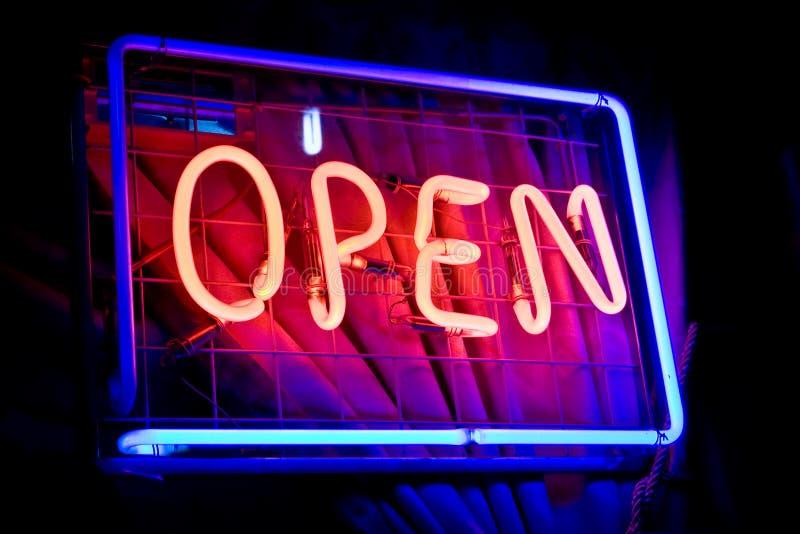 Het open teken van het neon royalty-vrije stock afbeelding