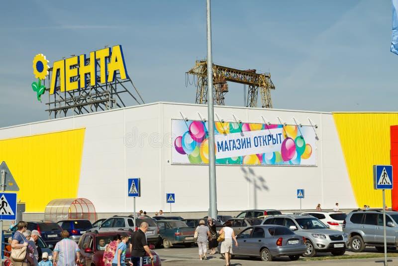 Het openen van de hypermarket Band in het Zuiden van Volgograd royalty-vrije stock afbeeldingen