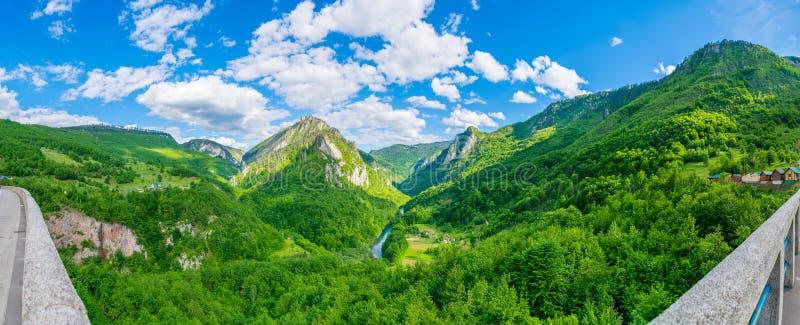 Het openen van het landschap van de brug Djurdjevic stock fotografie
