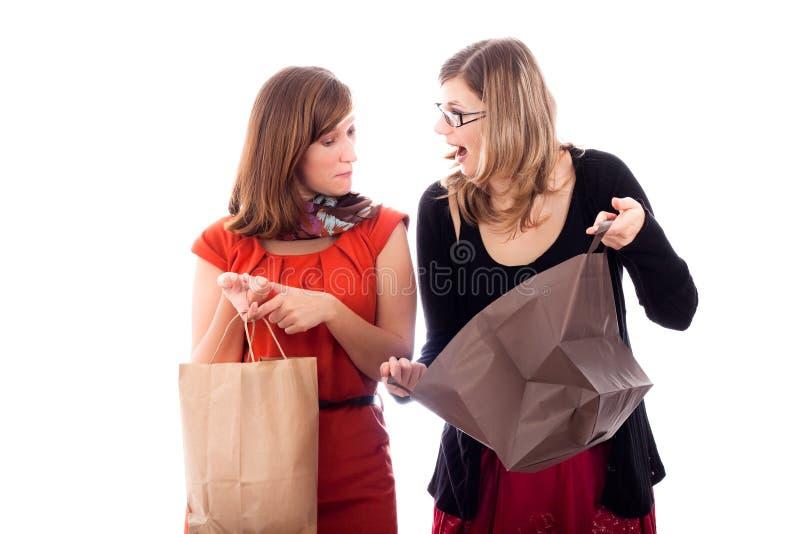 Het opgewekte vrouwen winkelen stock afbeeldingen