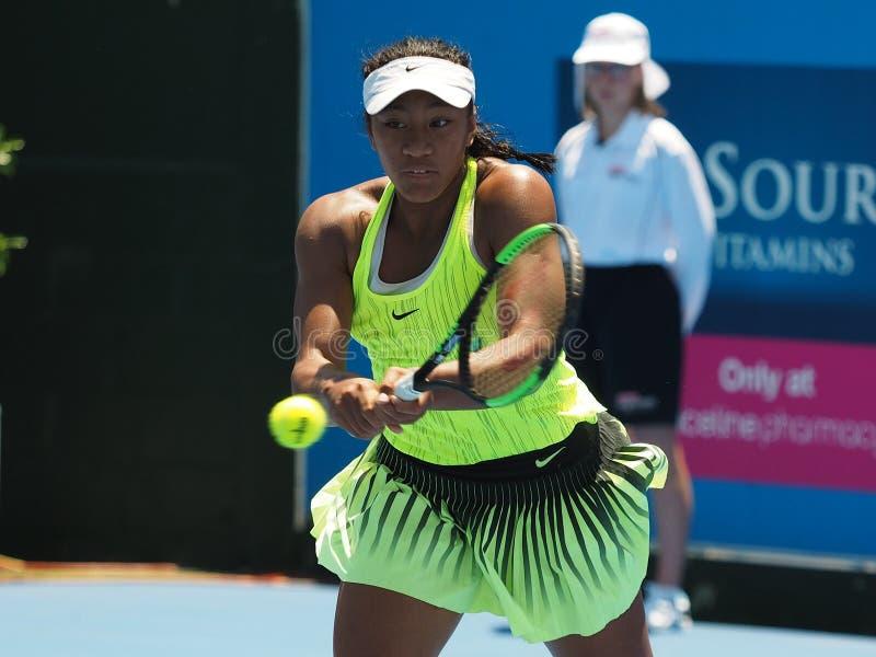Het opheffen van Australische Tennistiener Destanee die Aiava voor het Australian Open in Kooyong voorbereidingen treffen stock foto's