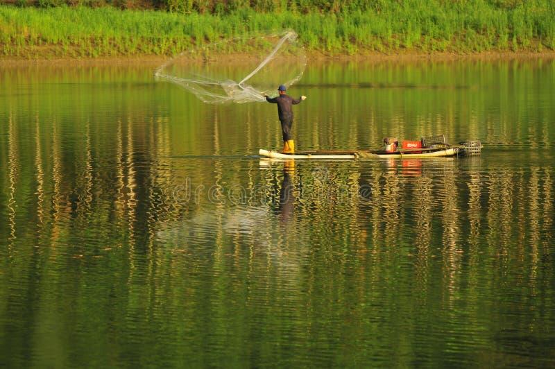 Het opleveren vissen stock fotografie