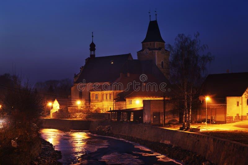 Het oprichten van Heilige Dwarskerk in Frydlant v Cechach Tsjechische Republiek royalty-vrije stock foto's