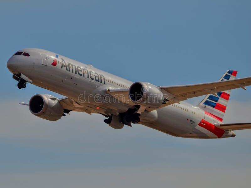 Het opstijgen van American Airlines Boeing B787 stock foto
