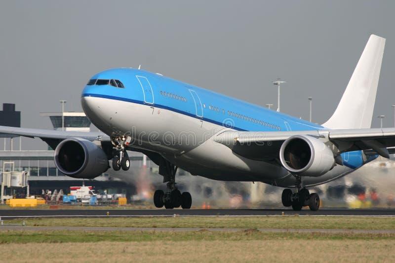 Het opstijgen van de luchtbus A330 stock foto's