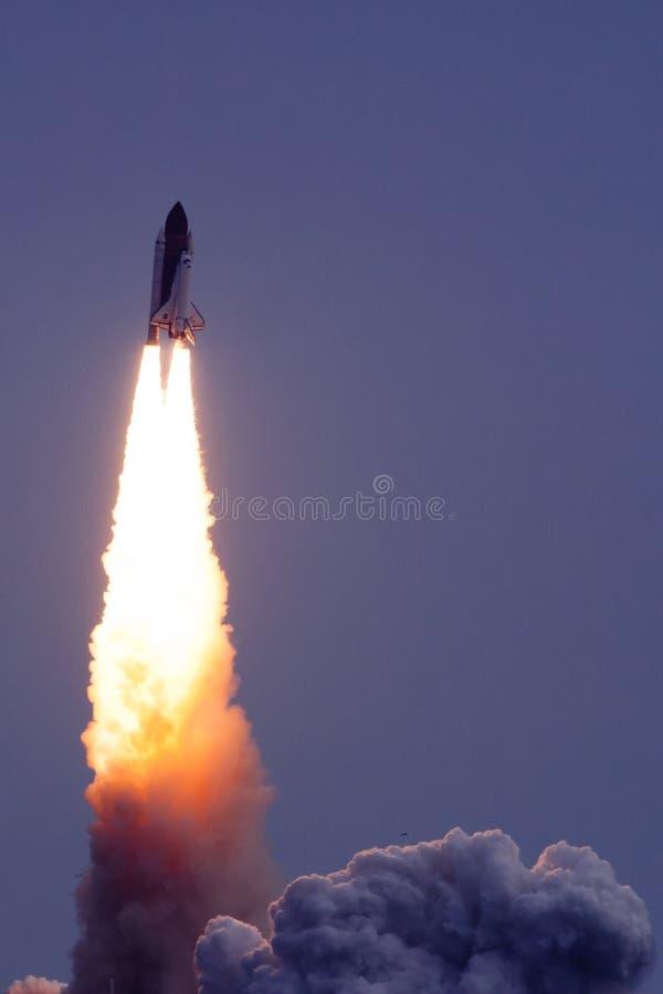 Het opstijgen van de raket stock foto's