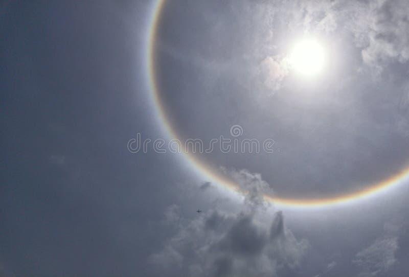 Het optische fenomeen van de zonhalo stock afbeelding