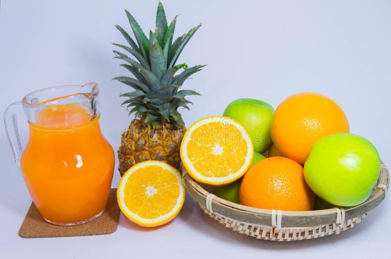 Het oranje die fruit van de ananasappel op witte achtergrond wordt geïsoleerd royalty-vrije stock foto