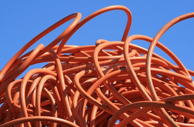 Het oranje door buizen leiden stock afbeelding