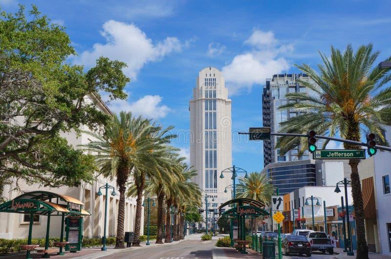 Het oranje Gerechtsgebouw van de Provincie, Orlando, Florida stock foto