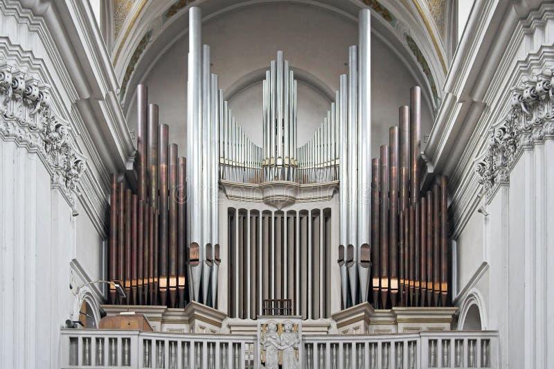 Het orgaan van de kerk stock afbeeldingen