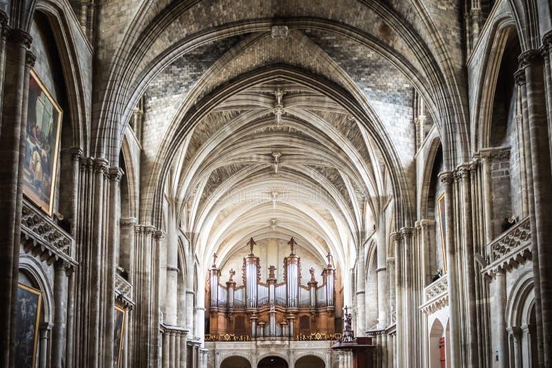 Het orgaan van een kerk in Bordeaux stock afbeeldingen