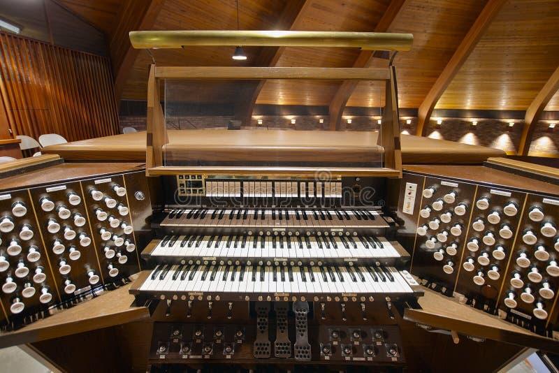 Het Orgaantoetsenborden van de kerkpijp stock fotografie