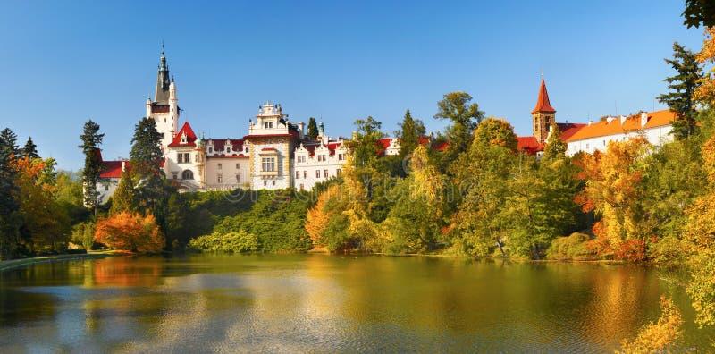 Het Oriëntatiepunt Bohemen van kasteelpruhonice Praag stock foto's