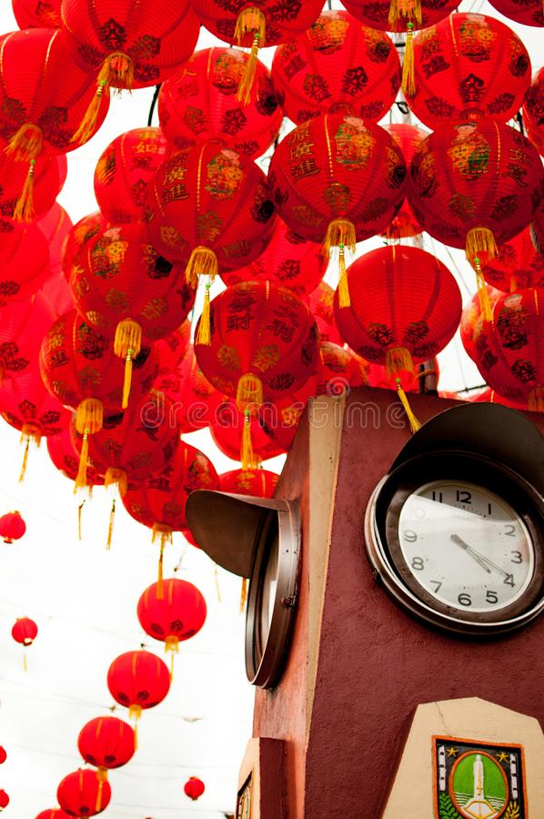 Het oriëntatiepunt van Surakarta met rode Chinese nieuwe jarenlampions stock foto
