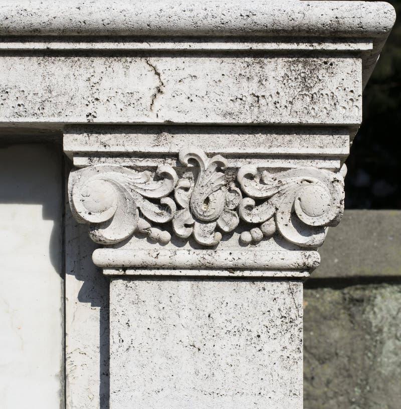 Download Het Ornament Van De Steenkolom Stock Foto - Afbeelding bestaande uit begraafplaats, genua: 39114492
