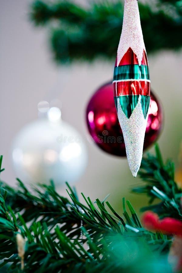 Kerstmisornament het hangen van een Kerstmisboom stock fotografie