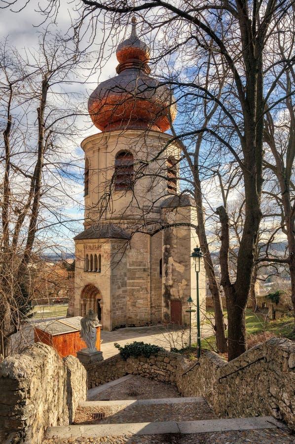 Het ossuariumkerk van heilige Pantaleon van de 12de eeuw dichtbij de St Othmar kerk Moedling, Lager Oostenrijk royalty-vrije stock afbeelding