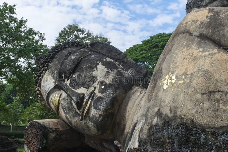 Het oude beeldhouwwerk van Boedha stock afbeeldingen