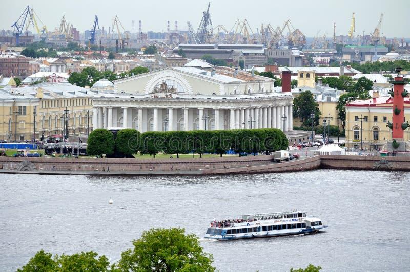 Het oude Beurs heilige-Petersburg buliding bij Vasilyevsky-het panorama van het Eilandvogelperspectief stock fotografie