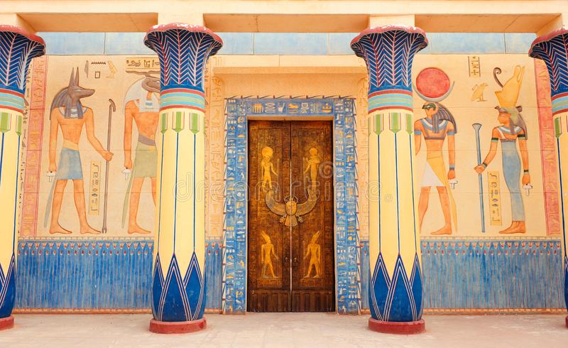 Het oude Egyptische schrijven op steen in Egypte stock afbeelding