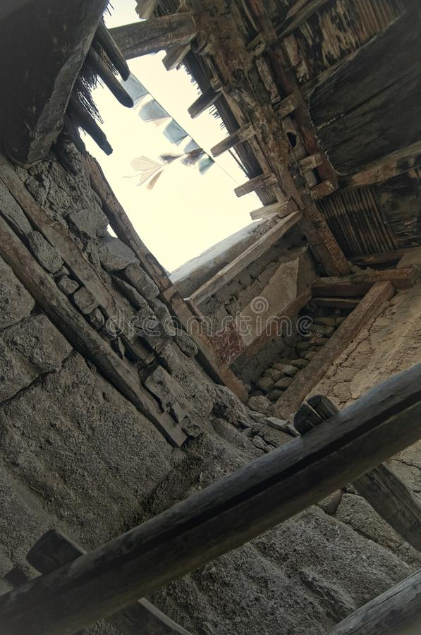 Het Oude en Verlaten Leh-Paleis van binnenuit stock fotografie