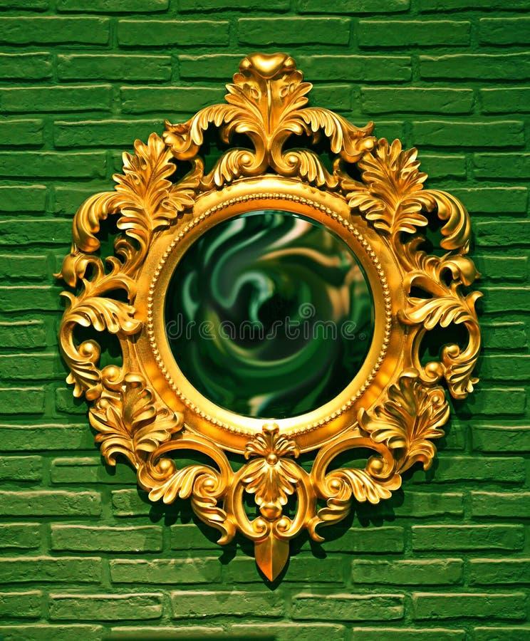 Het oude Frame van de Spiegel op een Muur royalty-vrije stock foto's
