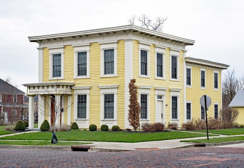 Het oude Gele Vierkante Huis van Italianate royalty-vrije stock fotografie