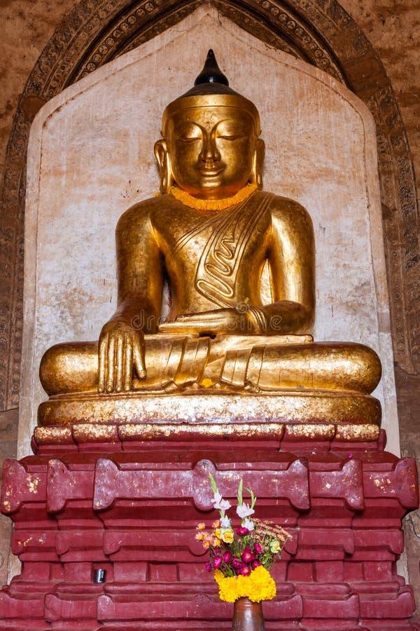 Het oude Gezette Beeld van Boedha in Boeddhistische tempel in Bagan royalty-vrije stock foto