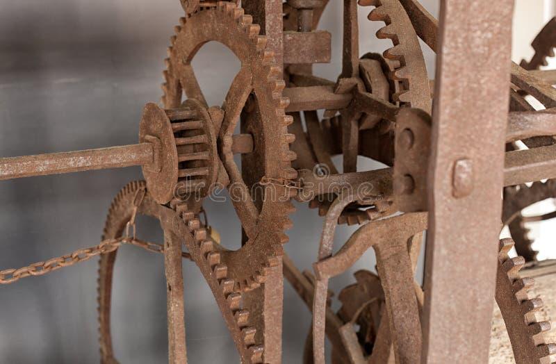Het oude mechanisme van een grote torenklok royalty-vrije stock foto's