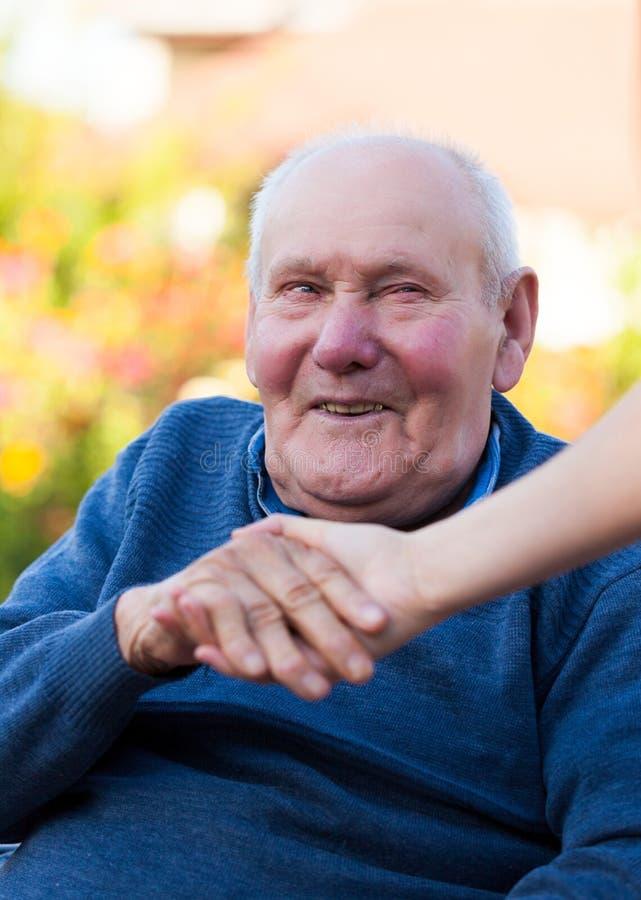 Het oude mens glimlachen royalty-vrije stock afbeelding
