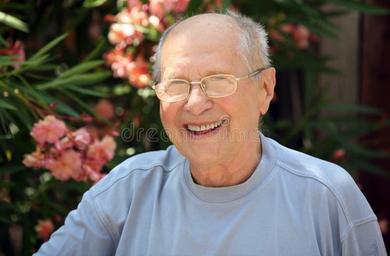 Het oude mens lachen stock foto's