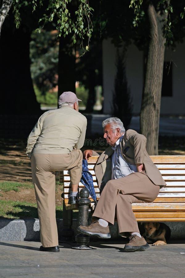 Het oude mensen spreken royalty-vrije stock foto