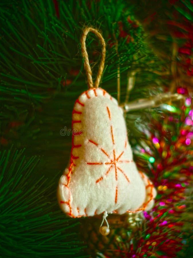 Het oude met de hand gemaakte stuk speelgoed van de Kerstmisboom royalty-vrije stock foto's